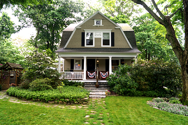 Lovely Historic 1903 Dutch Colonial In University Area